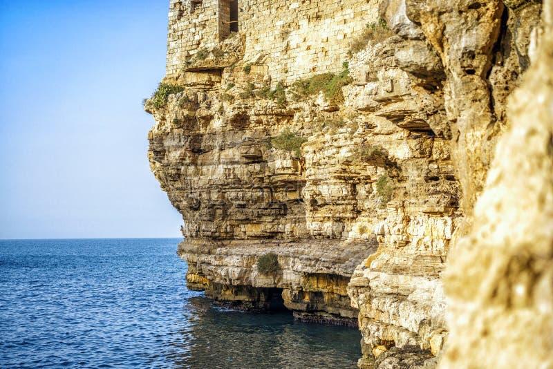 Vista bonita de Polignano, Itália fotografia de stock royalty free
