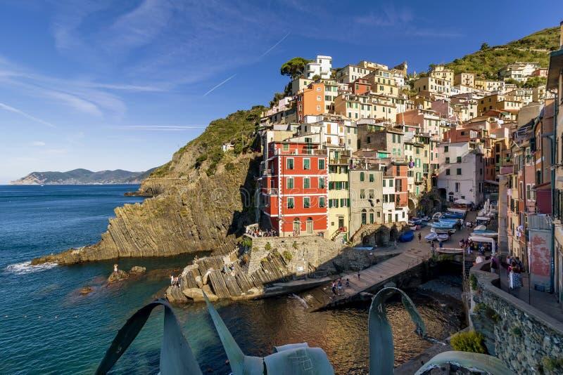 Vista bonita de Riomaggiore na luz da manhã, Cinque Terre, Liguria, Itália imagens de stock royalty free