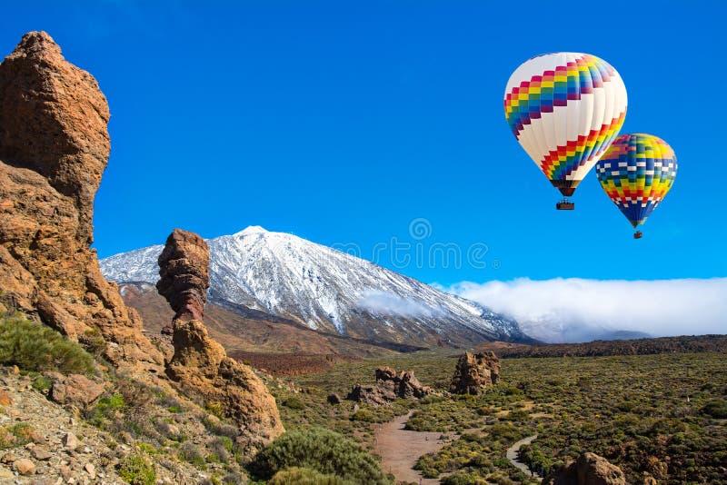 Vista bonita de Roque Cinchado e de Teide originais, Tenerife, Ilhas Canárias foto de stock