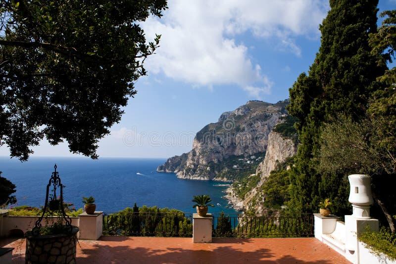 Vista bonita do console de Capri do terraço foto de stock royalty free
