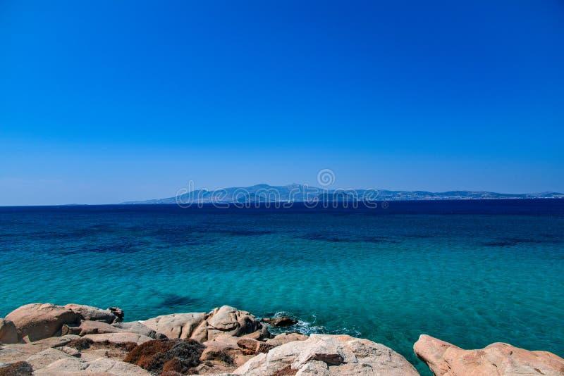 Vista bonita do mar Mediterrâneo da ilha Naxos em Grécia imagem de stock royalty free
