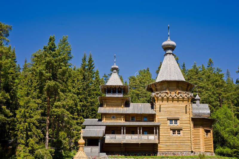 Vista bonita do monastério ortodoxo na ilha Valaam fotos de stock royalty free