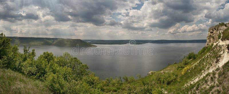 Vista bonita do rio Dniester em Bakota fotografia de stock royalty free