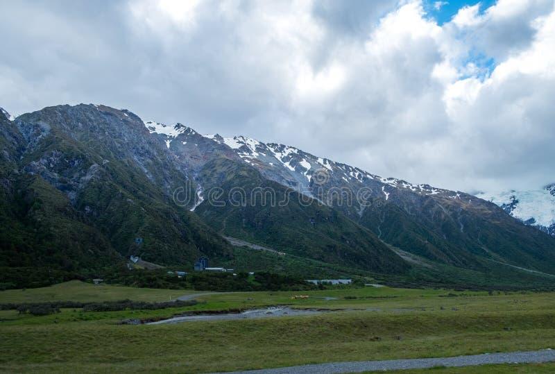 A vista bonita e a geleira na montagem cozinham National Park imagens de stock