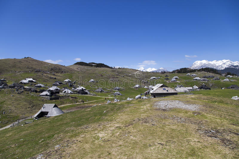 Vista bonita na vila do pastor, planina Eslovênia de Velika do planalto fotografia de stock royalty free