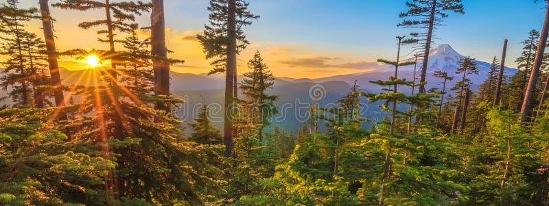 Vista bonito da capa da montagem em Oregon, EUA imagem de stock