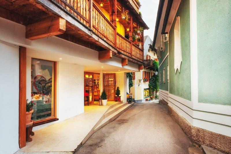 Vista cénico A área histórica da cidade Hallstatt com as casas coloridas tradicionais em Halshtati Áustria imagem de stock royalty free