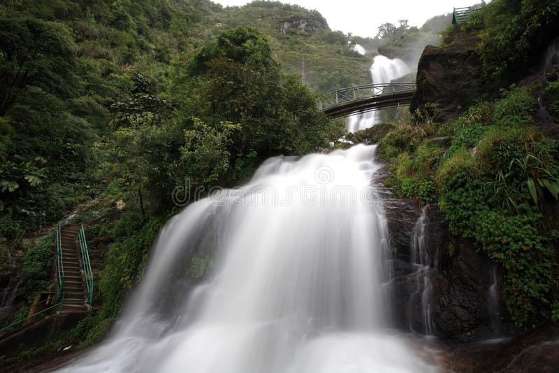 Vista cénico da cachoeira do CCB ou da prata de Thac imagem de stock royalty free