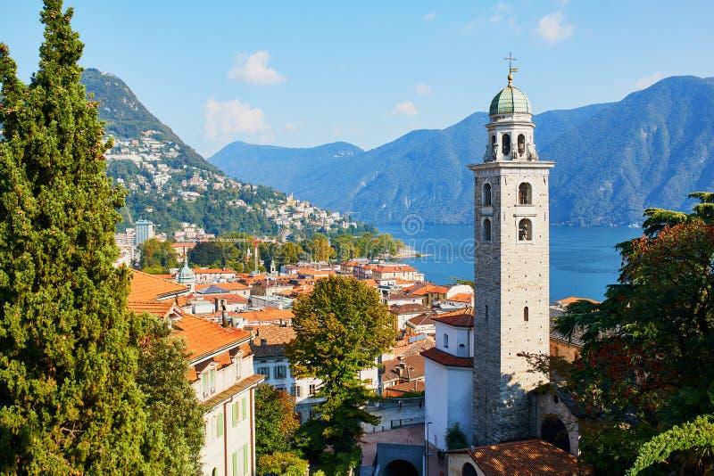 Vista cênico à cidade velha de Lugano, Suíça foto de stock