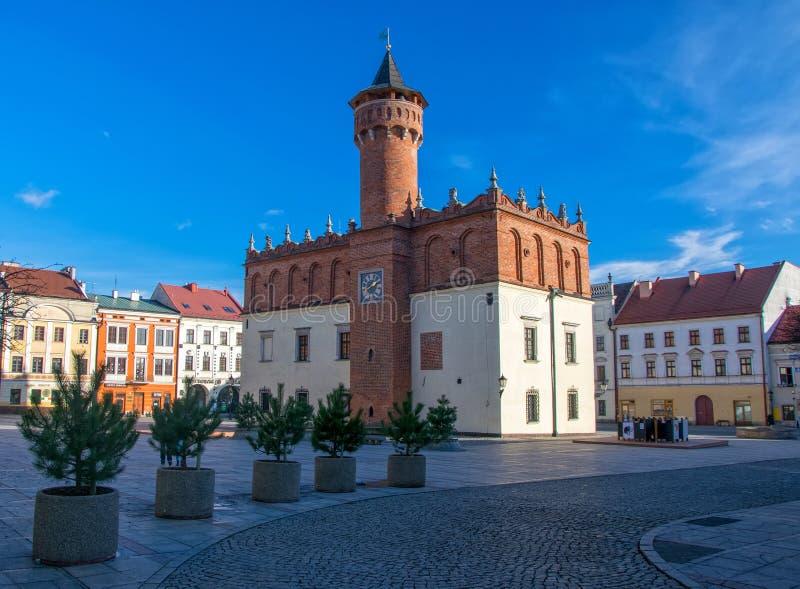 Vista cênico da câmara municipal do renascimento no mercado da cidade velha em Tarnow, Polônia fotografia de stock royalty free