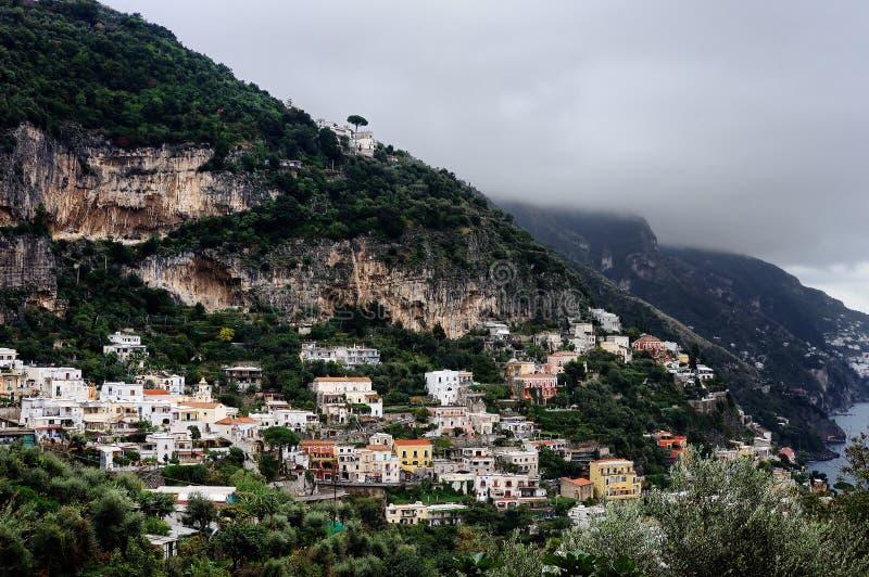 Vista cênico da costa famosa de Amalfi, Itália foto de stock royalty free