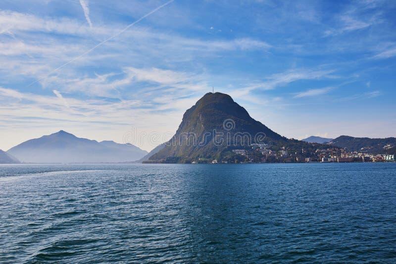 Vista cênico da montanha de San Salvatore em Lugano do lago, Suíça imagens de stock