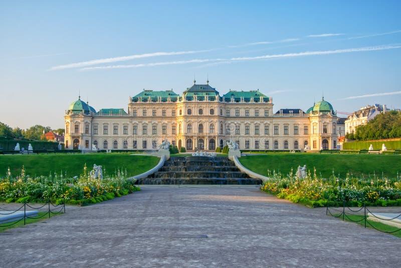 Vista cênico da residência famosa do verão do Belvedere de Schloss para o príncipe Eugene do couve-de-milão, Viena, Áustria fotos de stock royalty free