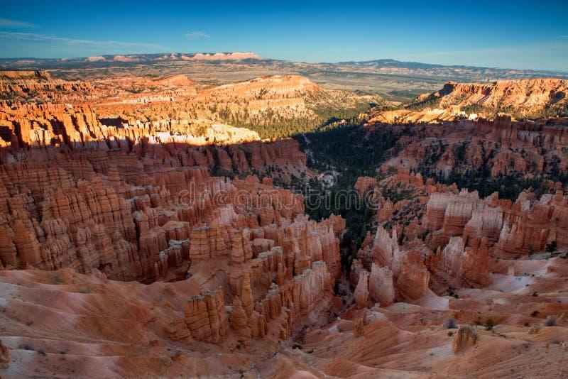 Vista cênico de azarentos impressionantes do arenito vermelho em Bryce Canyon Na imagem de stock royalty free