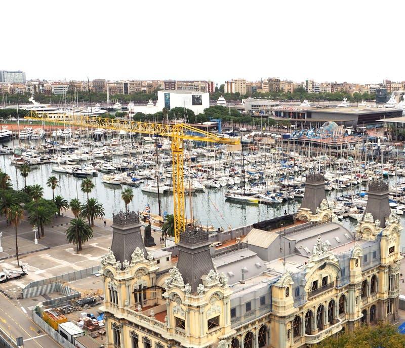 Vista cênico de cima do monumento de Columbo no porto, Barcelona, Espanha fotos de stock