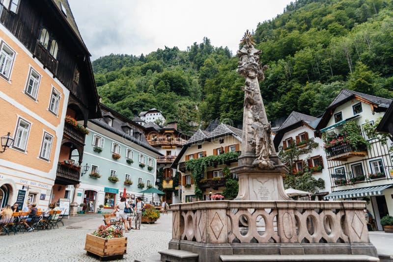 Vista cênico de Hallstatt em cumes austríacos imagem de stock royalty free