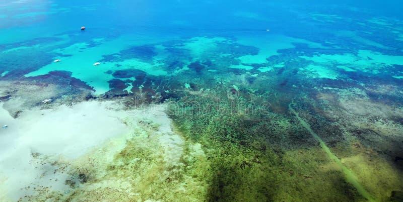 Vista cênico de ilhas da baía e da montanha do mar, Filipinas foto de stock