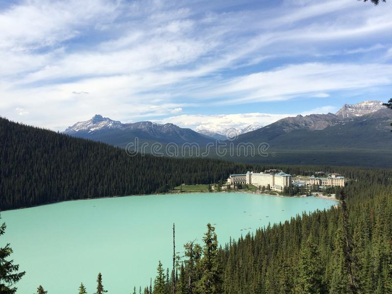 A vista cênico de Lake Louise fotografia de stock royalty free