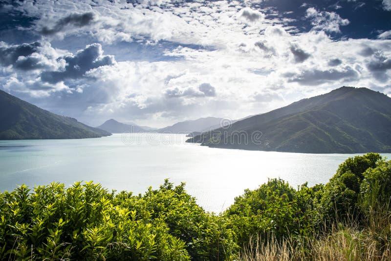 A vista cênico de Marlborough soa na ilha sul em Nova Zelândia fotos de stock