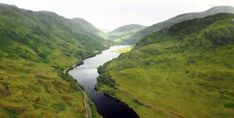 Vista cênico de montanhas de Quiraing na ilha de Skye, montanhas escocesas, Reino Unido foto de stock