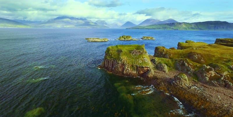 Vista cênico de montanhas de Quiraing na ilha de Skye, montanhas escocesas, Reino Unido imagens de stock