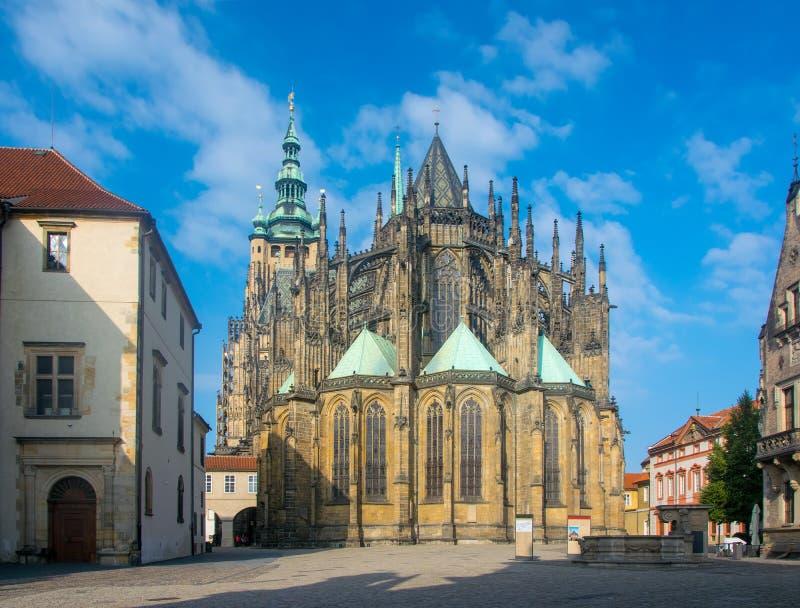 Vista cênico de St Vitus Cathedral em Praga, República Checa foto de stock