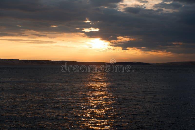 Vista cênico de uma ilha pequena fotos de stock