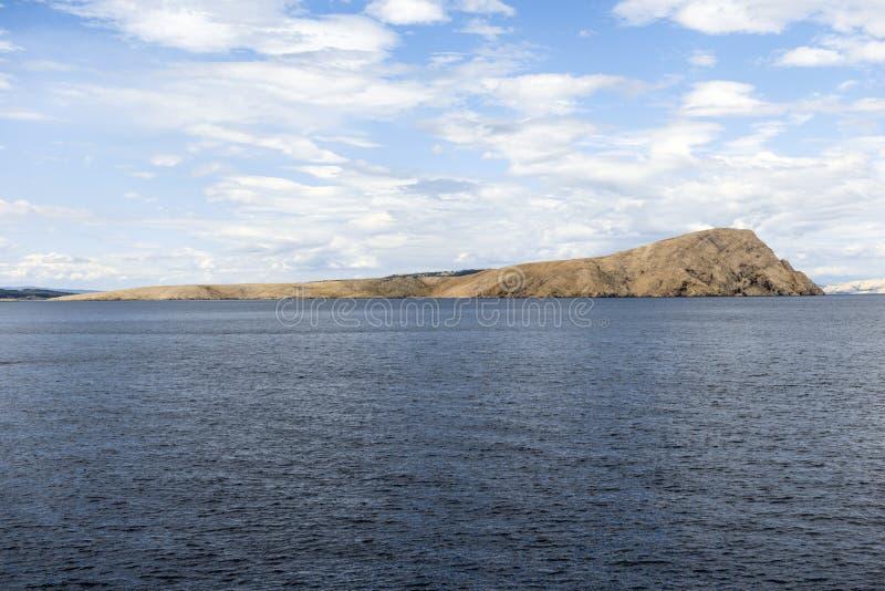 Vista cênico de uma ilha pequena imagens de stock