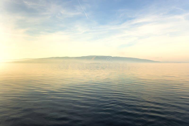 Vista cênico de uma ilha pequena fotografia de stock