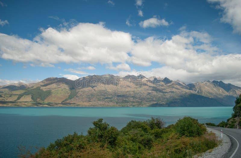 Vista cênico do lago Wakatipu, estrada de Glenorchy Queenstown, ilha sul, Nova Zelândia fotografia de stock royalty free