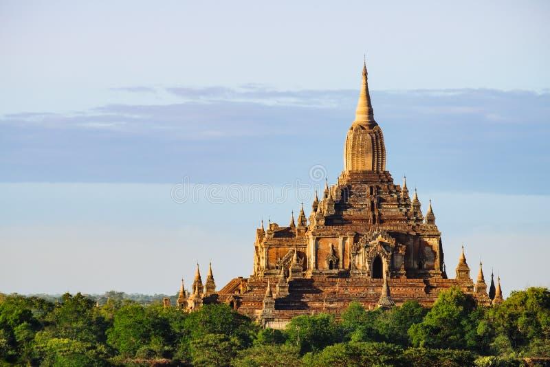 Vista cênico do templo antigo de Sulamani no por do sol, Bagan imagem de stock