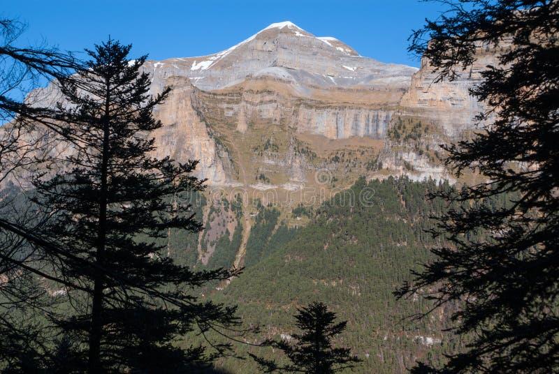 Vista cênico do vale famoso de Ordesa, NP Ordesa y Monte Perdido, fotos de stock