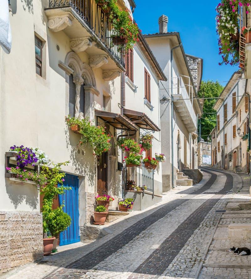 Vista cênico em Caramanico Terme, comune na província de Pescara na região de Abruzzo de Itália fotografia de stock