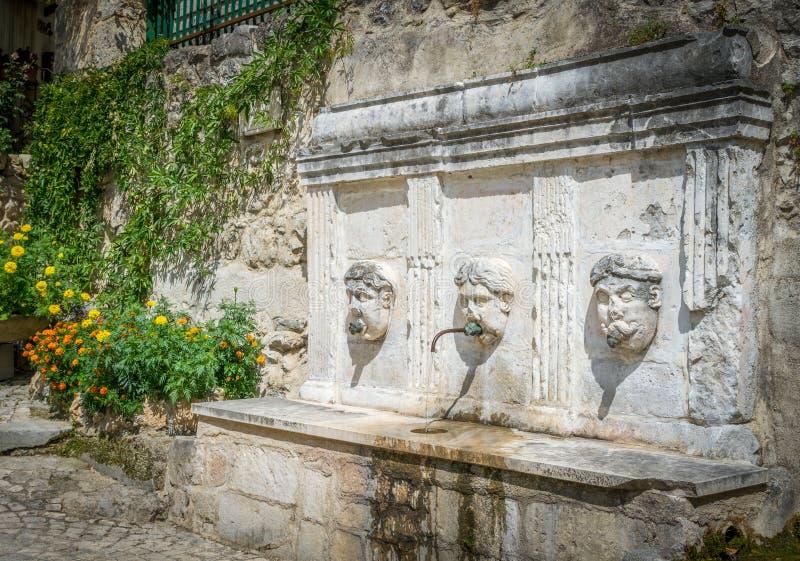 Vista cênico em Caramanico Terme, comune na província de Pescara na região de Abruzzo de Itália fotos de stock