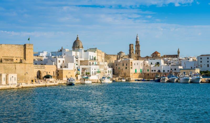 Vista cênico em Monopoli, Bari Province, Puglia Apulia, Itália do sul fotos de stock royalty free