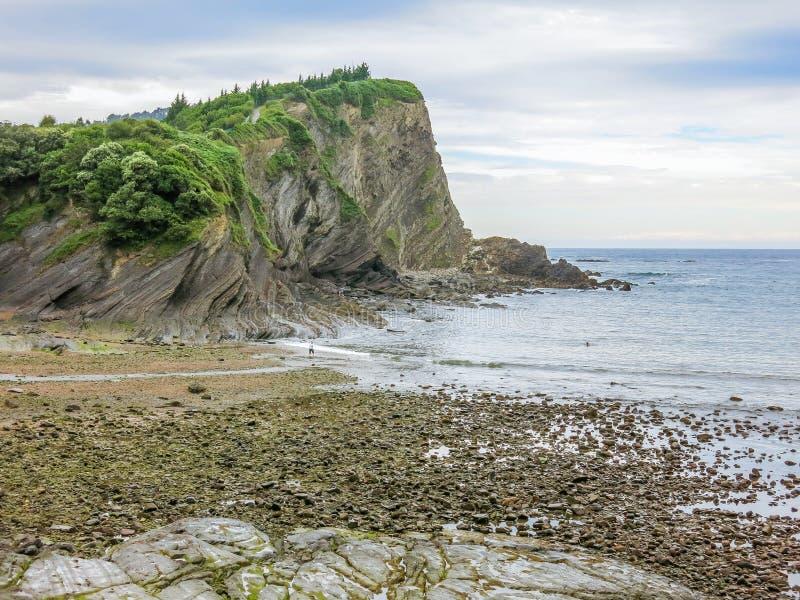 Vista cênico na praia de Armintza, perto de Bilbao, país Basque, Espanha fotografia de stock royalty free