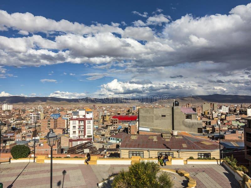 Vista cênico sobre a cidade de Oruro nos Andes imagens de stock royalty free