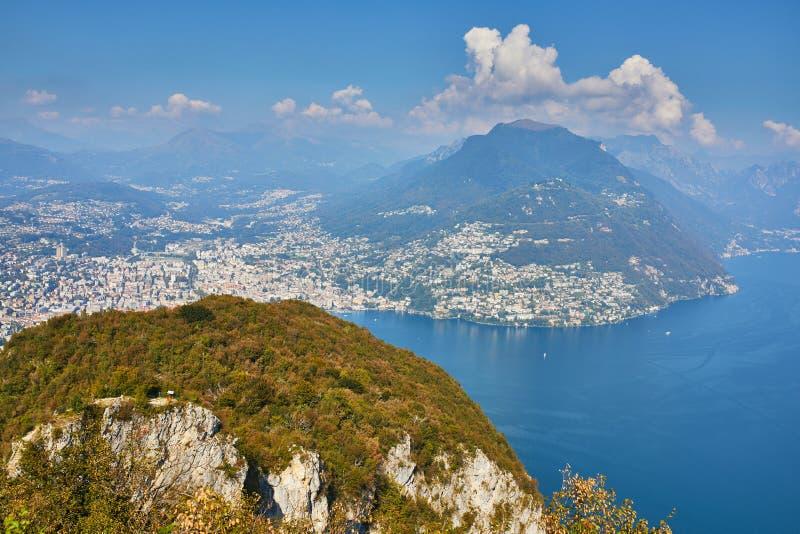 Vista c?nico ao lago Lugano da montanha San Salvatore imagens de stock royalty free