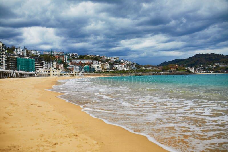 Vista c?nico da praia do Concha do La em San Sebastian, Espanha imagem de stock royalty free