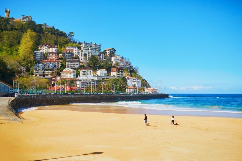 Vista c?nico da praia do Concha do La em San Sebastian, Espanha foto de stock royalty free