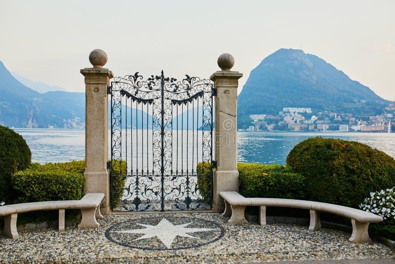 Vista c?nico de Parco Civico-Ciani na cidade de Lugano imagens de stock royalty free