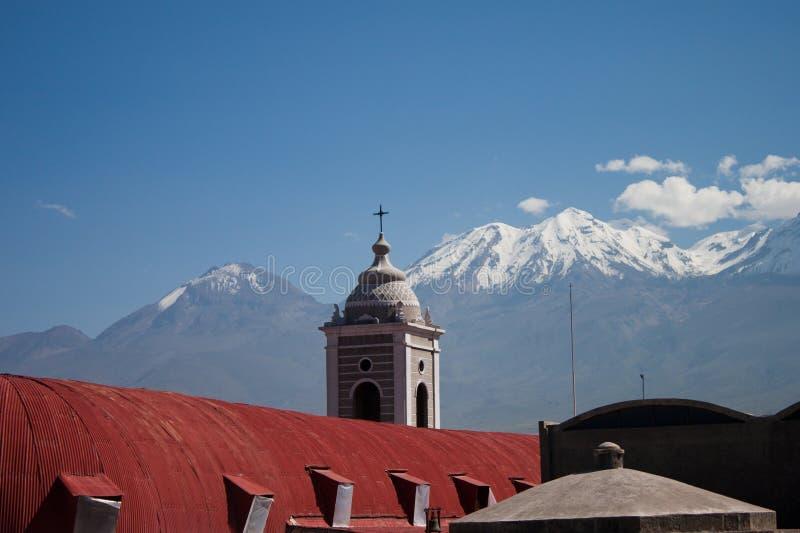 Vista Catherdral Arequipa Perù del tetto immagini stock