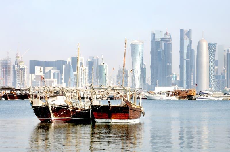 Vista cercana del dhow tradicional de Qatar imagenes de archivo
