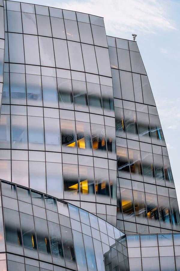Vista cercana del ornamento en el exterior constructivo del edificio del IAC por Gehry en Chelsea New York City del oeste foto de archivo