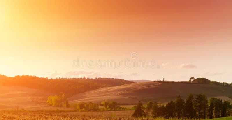Vista clásica del paisaje escénico de Toscana imagen de archivo libre de regalías
