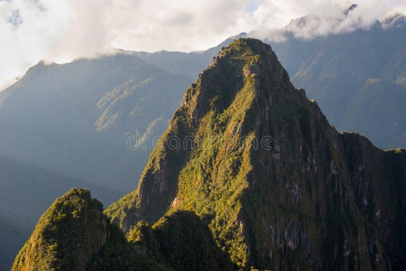 Vista a cobrir de Huayna Picchu com terraços, Machu Picchu - Peru fotos de stock royalty free