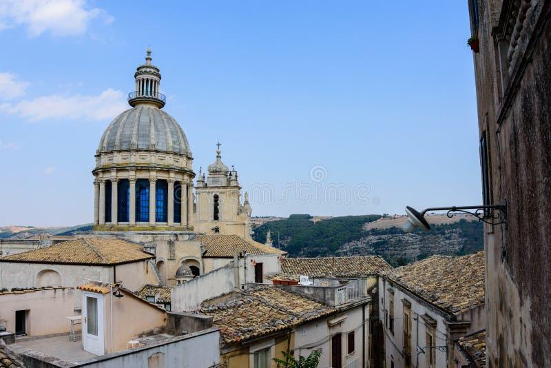 Vista da abóbada barroco da catedral da cidade e do ` s de St George, Ragus fotografia de stock royalty free