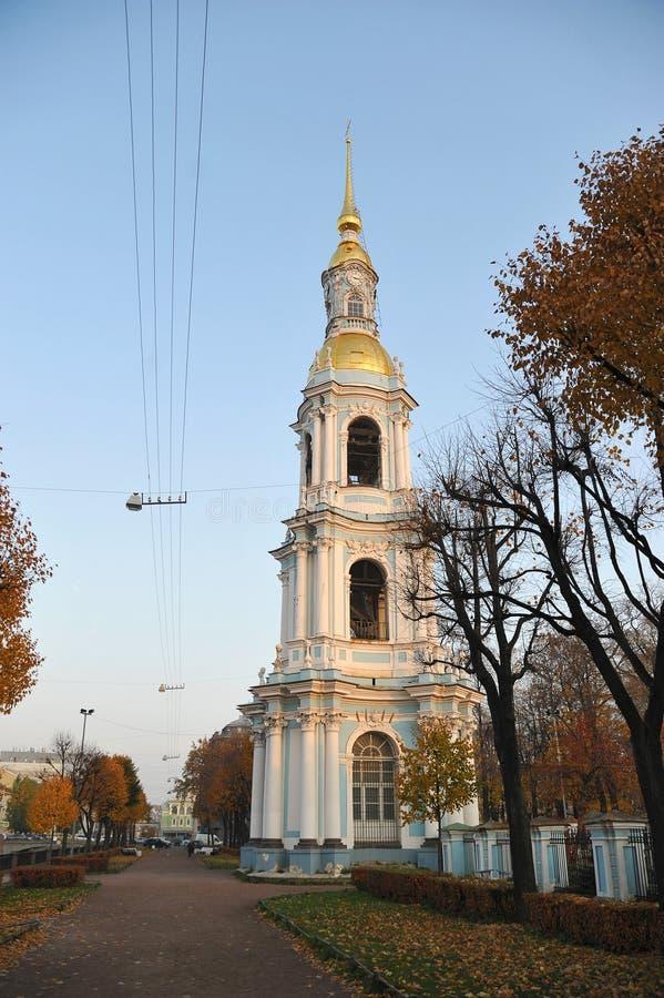 Vista da abóbada do sino de St Nicholas Cathedral em St Petersbur imagem de stock royalty free