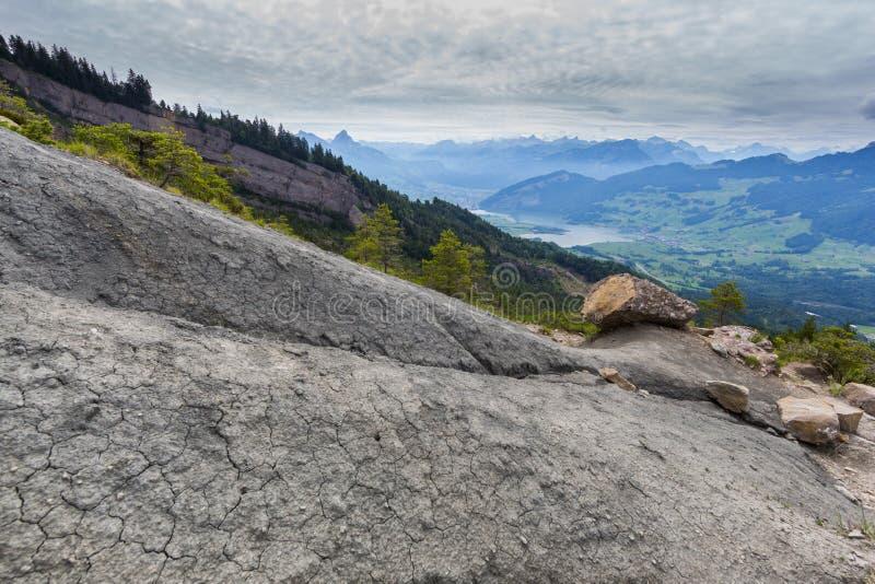 Vista da area Gnipen Goldau della frana sul lago Lauerz e sullo svizzero fotografia stock