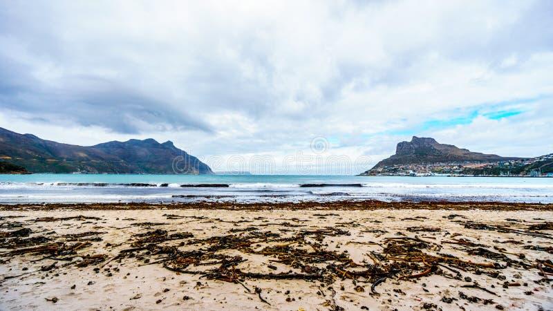 Vista da baía de Hout na parte noroeste da península do cabo na província de cabo ocidental de África do Sul foto de stock royalty free